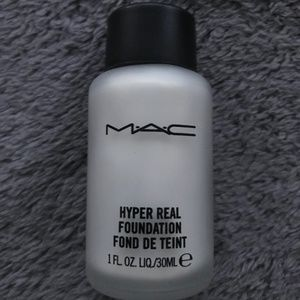 MAC Hyper Real Foundation - Gold FX